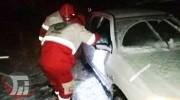 رهاسازی ۴٠خودرو گرفتار در برف گردنه «گاماسیاب»